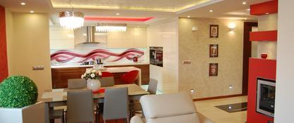 Aranżacja salonu z kuchnią i jadalnią