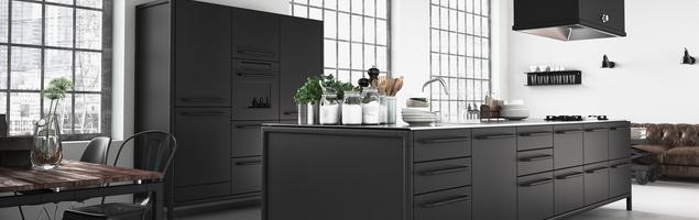 Styl industrialny i czarne meble kuchenne
