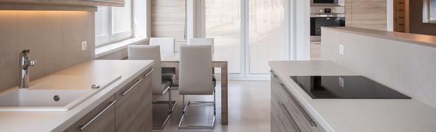Zobacz galerię zdjęć Jasna kuchnia otwarta na salon