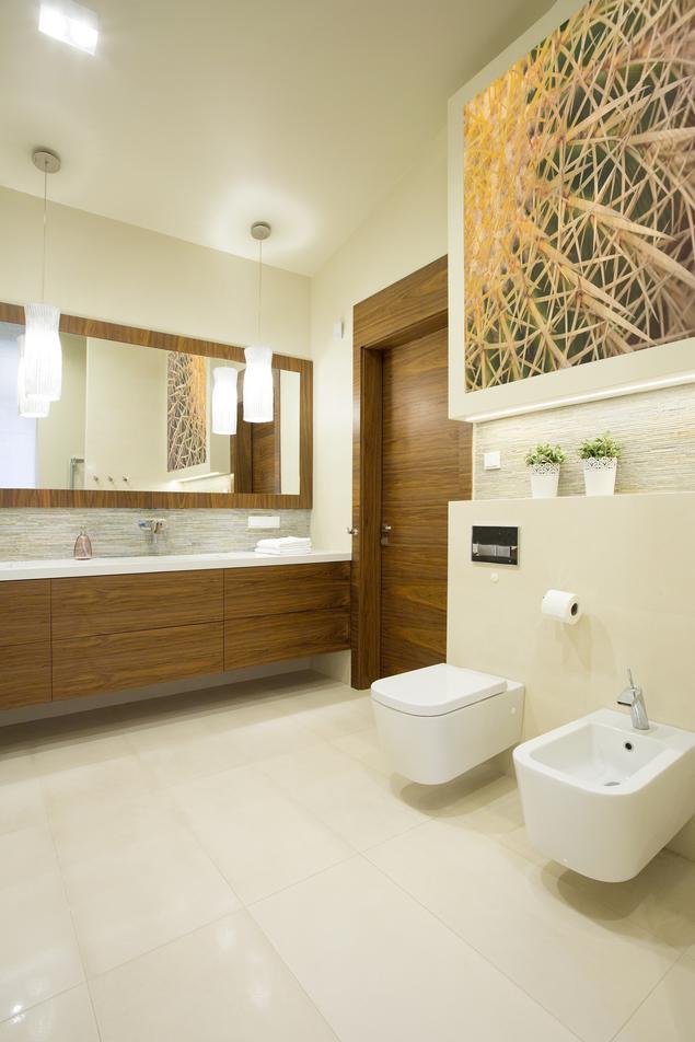 Zobacz galerię zdjęć Elegancka łazienka ecru. Beżowa łazienka z naturą w tle  Stronywnętrza.pl